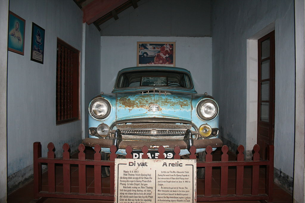 1024px-ThichQuangDuc_Car_Parked_In_Hue