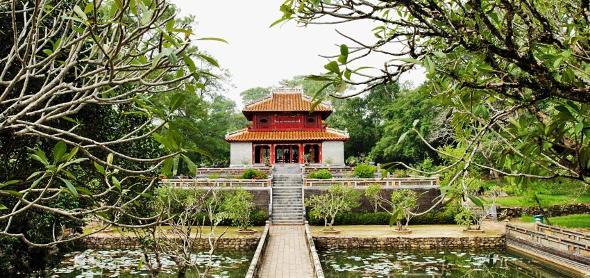 mingmang-tomb-hue-city-tour